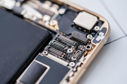 Обнаружены микроорганизмы, которые «питаются» смартфонами